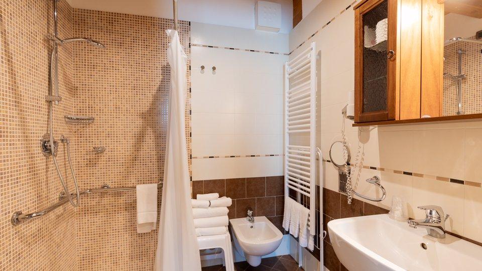 bagno per disabili hote col del sole