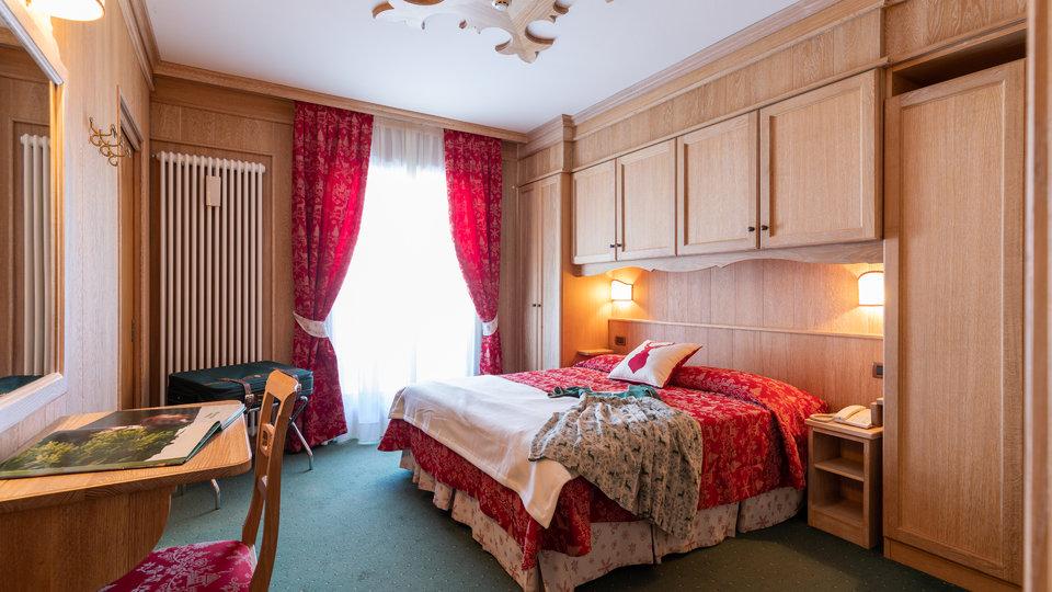 accogliente camera matrimoniale hotel cole del sol