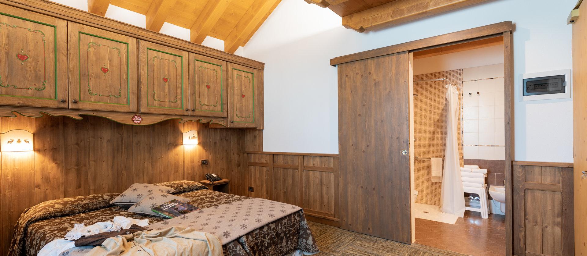 confortevole camera matrimoniale hotel col del sol